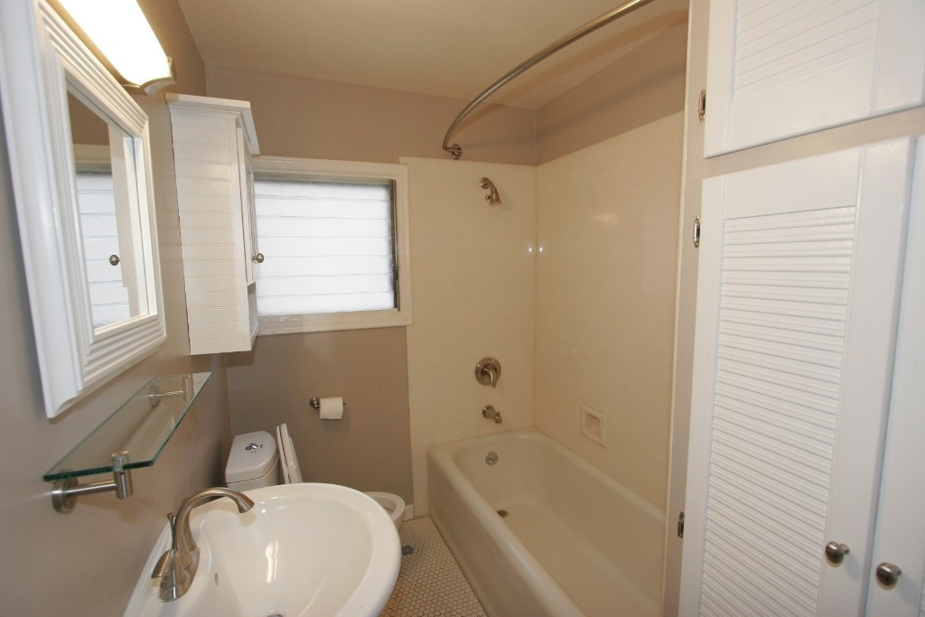 OakHouse Bathroom
