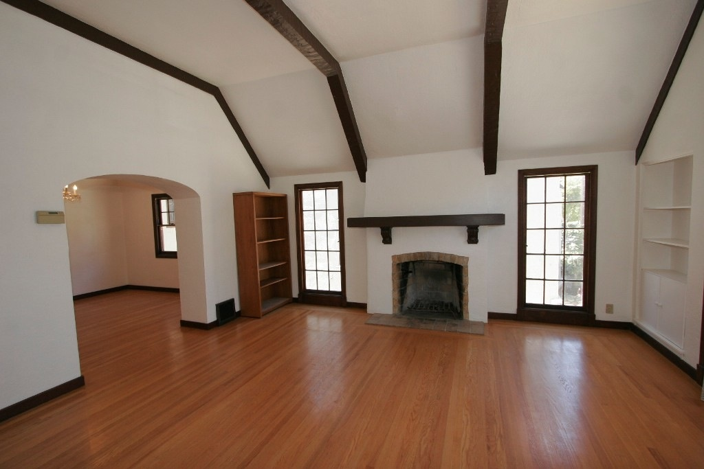 OakHouse Living Room