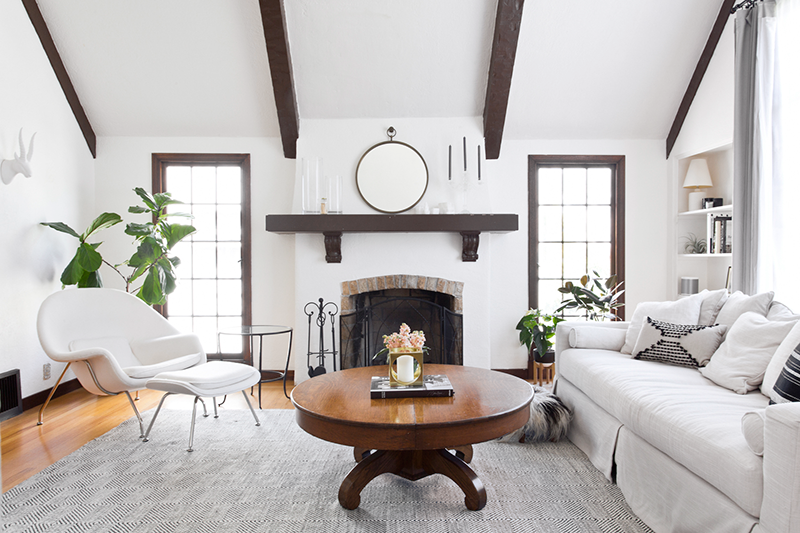 Neutral bright and light living room by @copycatchic