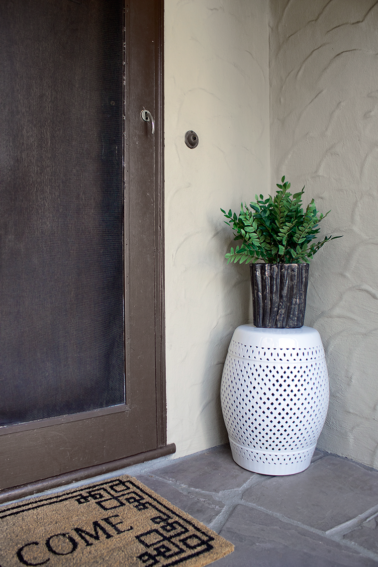 A quick and easy way to revamp your entryway using faux plants from Kirkland's with no maintenance | copycatchic luxe living for less budget home decor