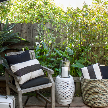 Our favorite black & white outdoor decor. Great prices on black and white outdoor decor and furniture from @worldmarket | copycatchic luxe living for less