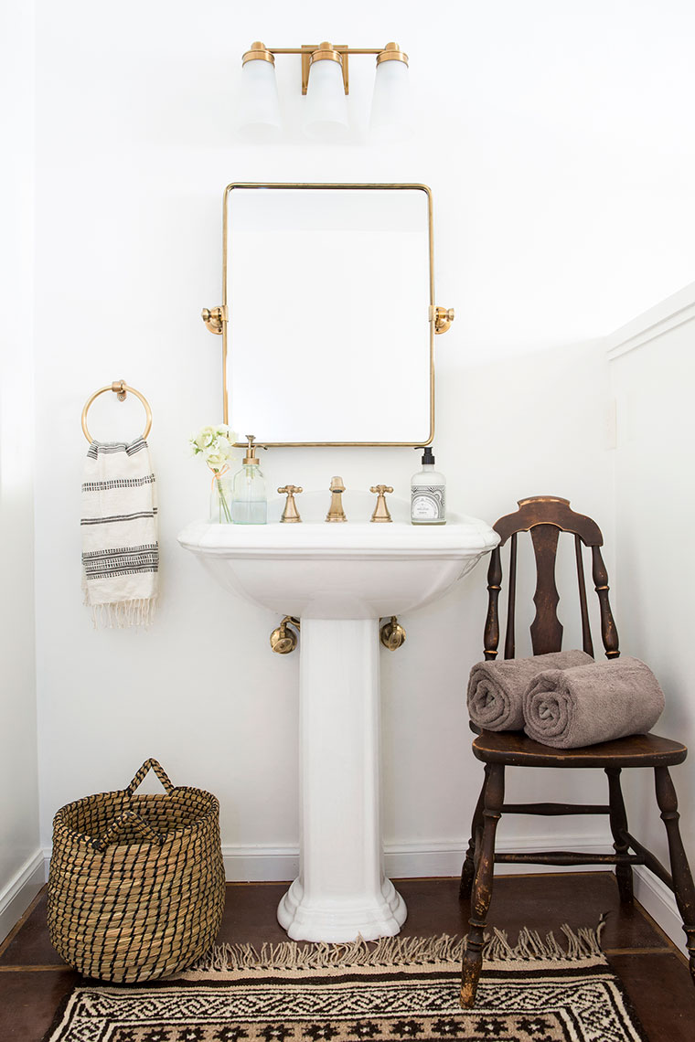 An easy, quick and cheap way to make a huge impact in updating a dark outdated bathroom | copycatchic home tour downstairs bath luxe living for less