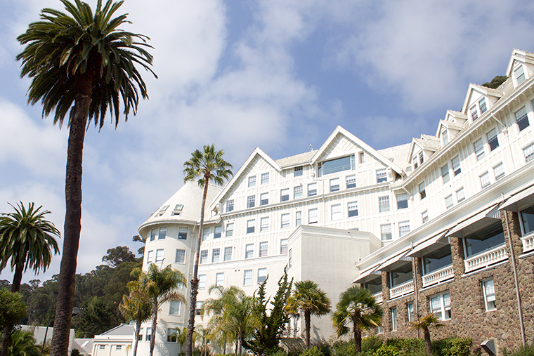 Copycathcic Designer Destination: The Claremont Hotel San Francisco Bay Area. An historic castle of a hotel outfitted in bright white and glam decor.