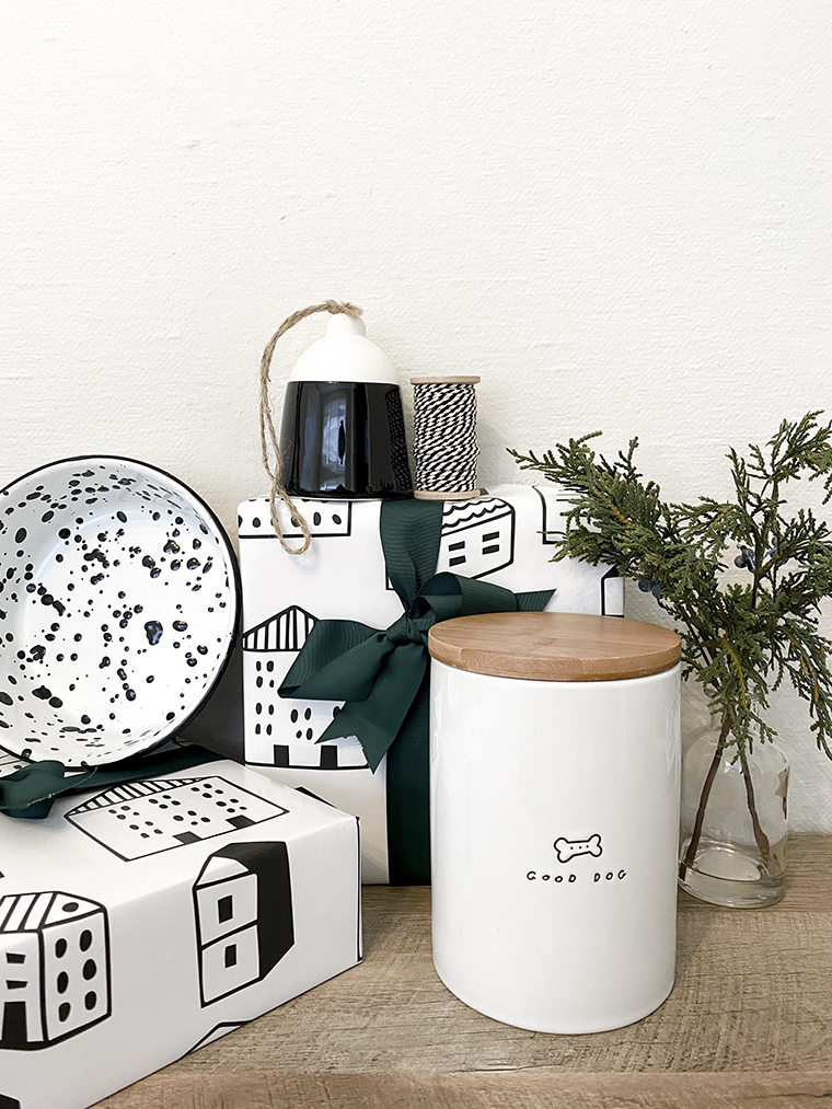 Holiday Gifts for all types of pets   Copy Cat Chic favorites for 2019 quality, minimalist, modern, practical, reasonably-priced, curated gift ideas for dogs, cats, and fish this holiday season!   Luxe living for less